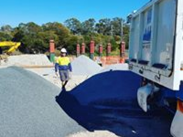 Drainage Gravel all sizes available 6 days a week, Call Gold Coast Gravel and Soil Supplies
