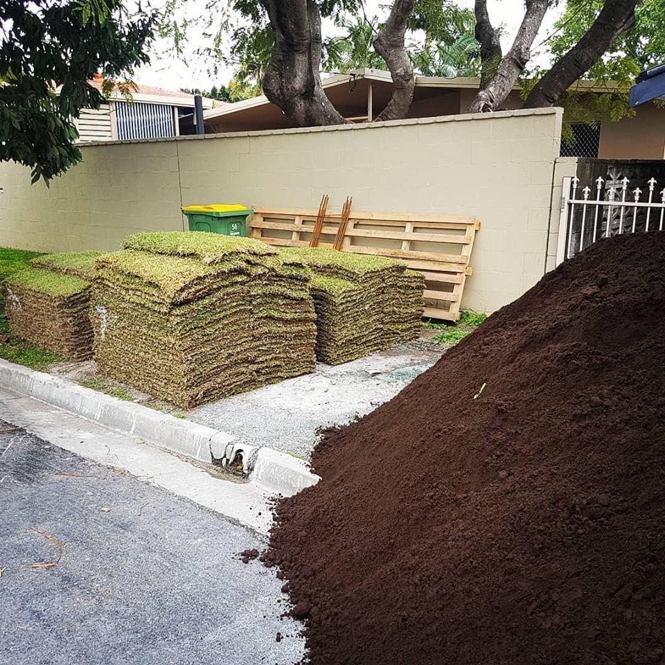 Under turf soil, or Turf underlay is screend to eliminate contaminates and is perfect to maintain a healthy lawn