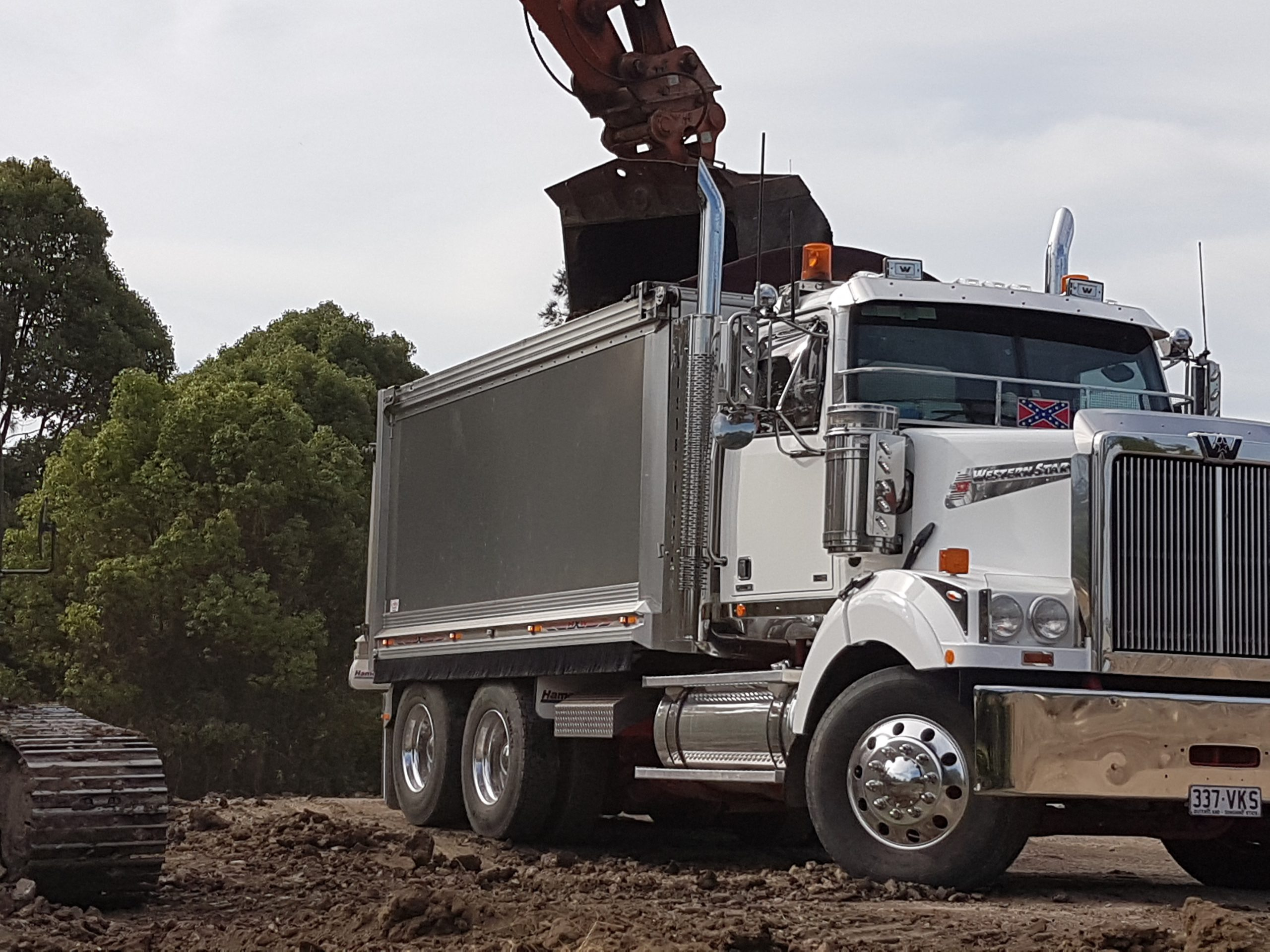 Earthmoving Gold Coast competive rates available 24/7